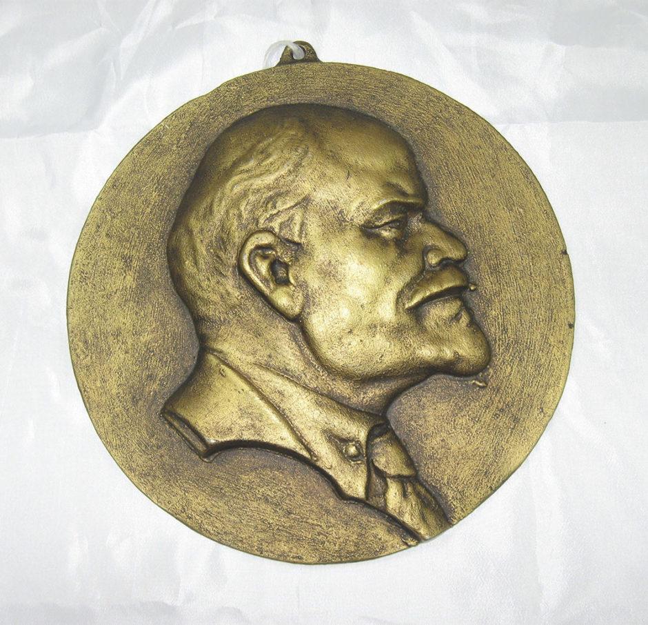 Барельеф. В.И. Ленин.