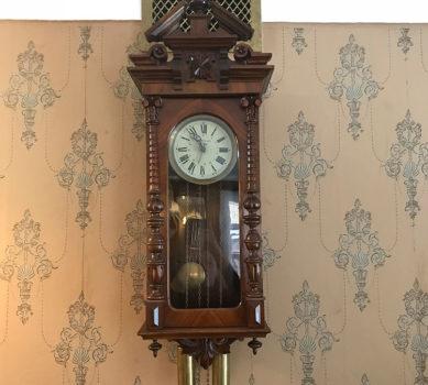 «Еще идут старинные часы»